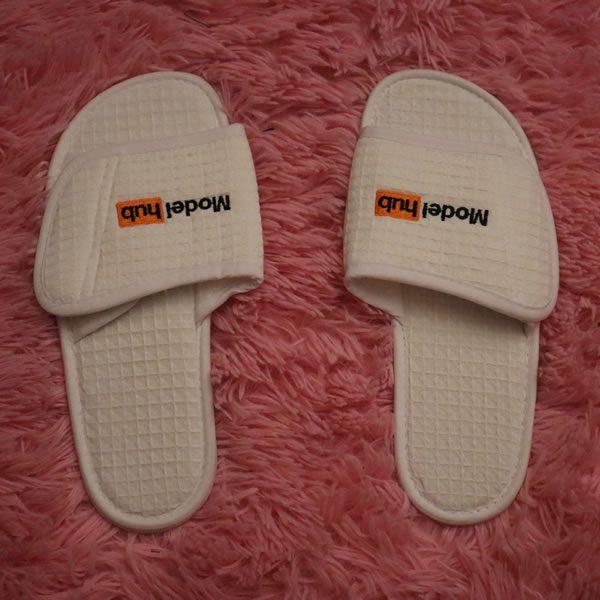 Model Hub Slippers